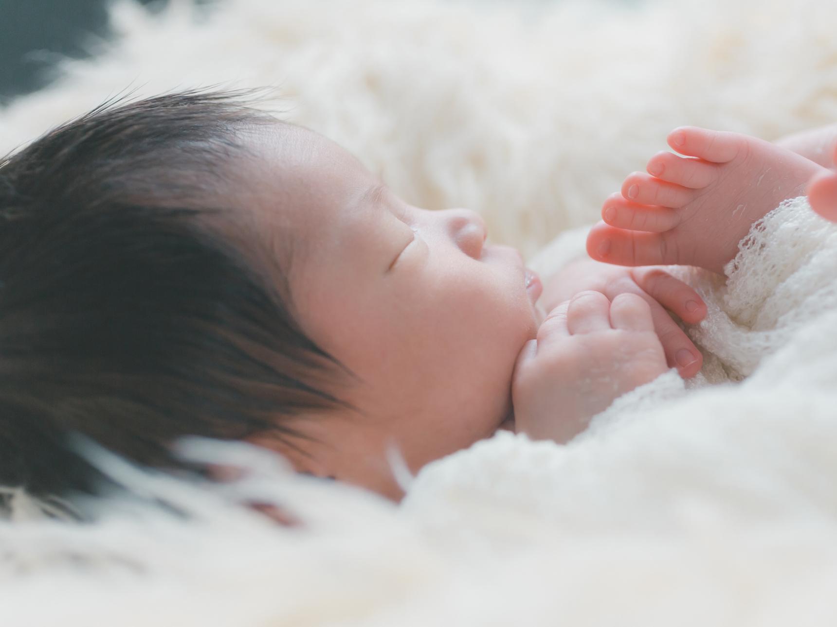 新生児の睡眠時間