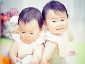【新米ママ向け】双子育児が大変!双子育児の4つの鉄則!便利グッズも