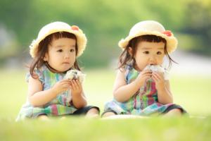【厳選】双子あるある!不思議エピソードから育児地獄まで!双子ママに聞きました