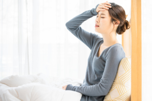 妊娠超初期の頭痛はどんな痛み?薬はNG?吐き気や肩こり、寒気も【医師監修】