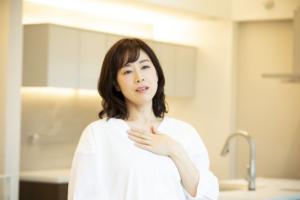 【医師監修】妊娠初期の動悸って大丈夫?息苦しいときの対処法。流産との関係は?