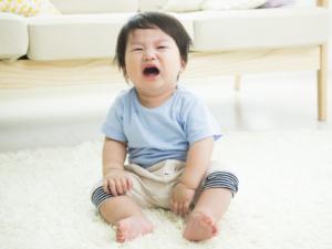 1歳で癇癪が始まった!どう対応するべき?ママ・パパのイライラ対策も