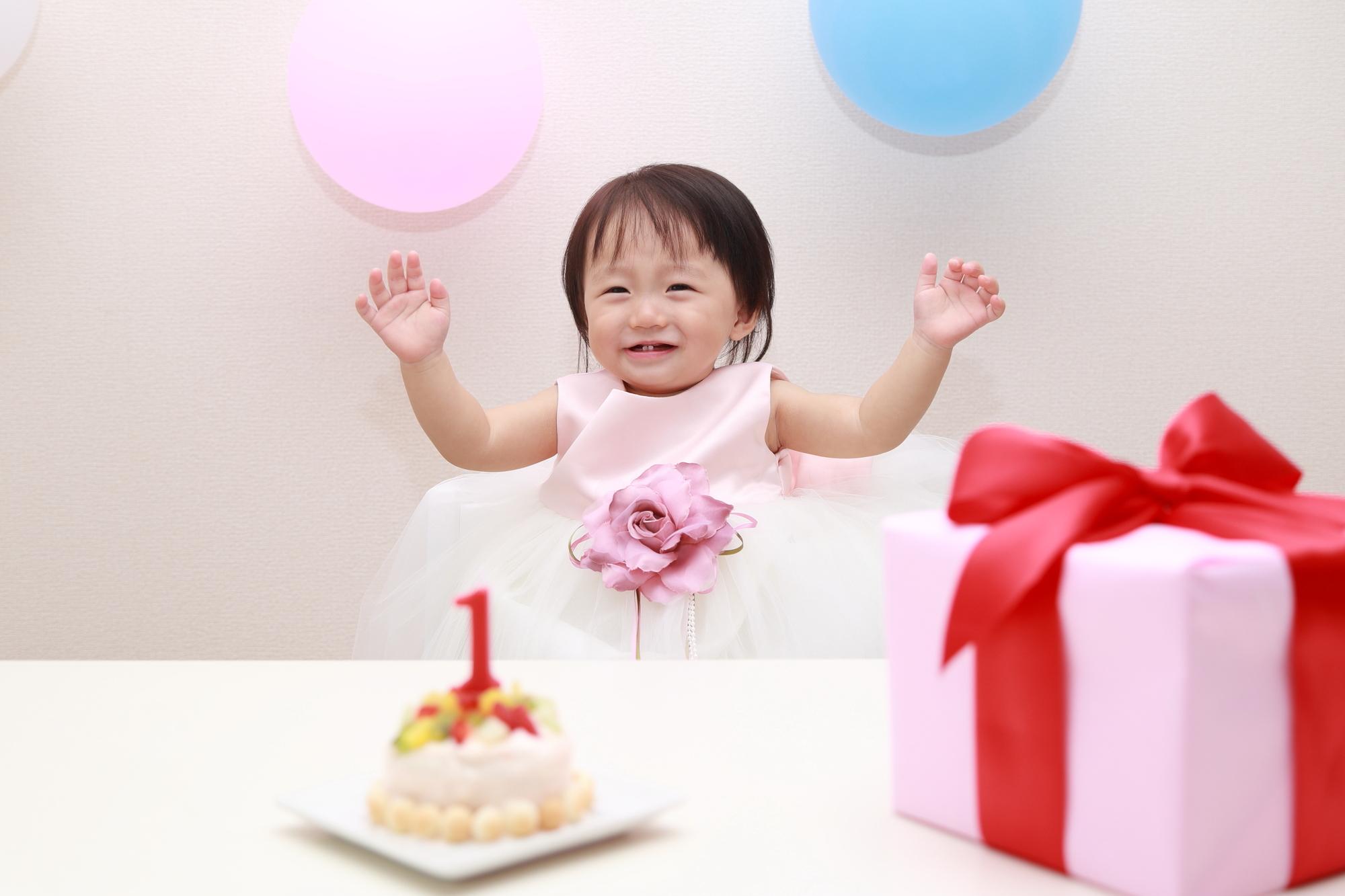 【1歳の誕生日のメッセージ例文集】思い出と感動を伝えよう。お祝い方法のアドバイスも