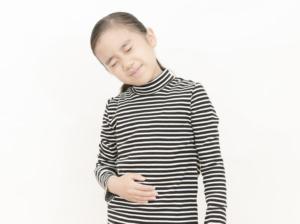 【医師監修】子どもの便秘の解消法!食べ物・飲み物は?病院に行く症状