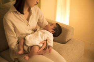 なぜ?赤ちゃんが寝ない!抱っこしないと泣く!寝かしつけ&イライラ対策