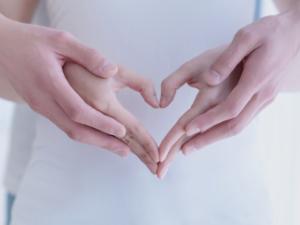 妊娠初期の「卵白のようなおりもの」これって妊娠サイン?|医師監修
