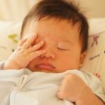 赤ちゃんの目の周りが赤い