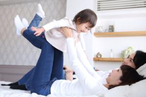 2歳児を疲れさせる!家の中の遊び15選。運動&頭を使う楽しい遊び