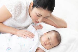添い乳での寝かしつけを「自然にやめる方法」おっぱい以外の寝かしつけ