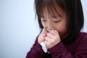 痰がらみの咳?喘鳴?【子どものゼーゼー呼吸の対処法】病院は何科?