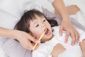 子どもの虫歯がひどい…乳歯は大丈夫?進行を止めるには?放置リスクも|医師監修
