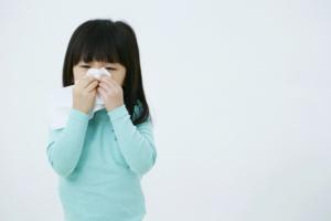 子どもの鼻水がなかなか治らない「副鼻腔炎」や「中耳炎」に注意