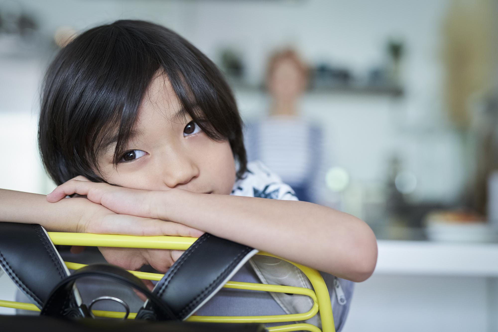 【子どもの強迫性障害チェック】治すコツは?子育ての方法も|医師監修