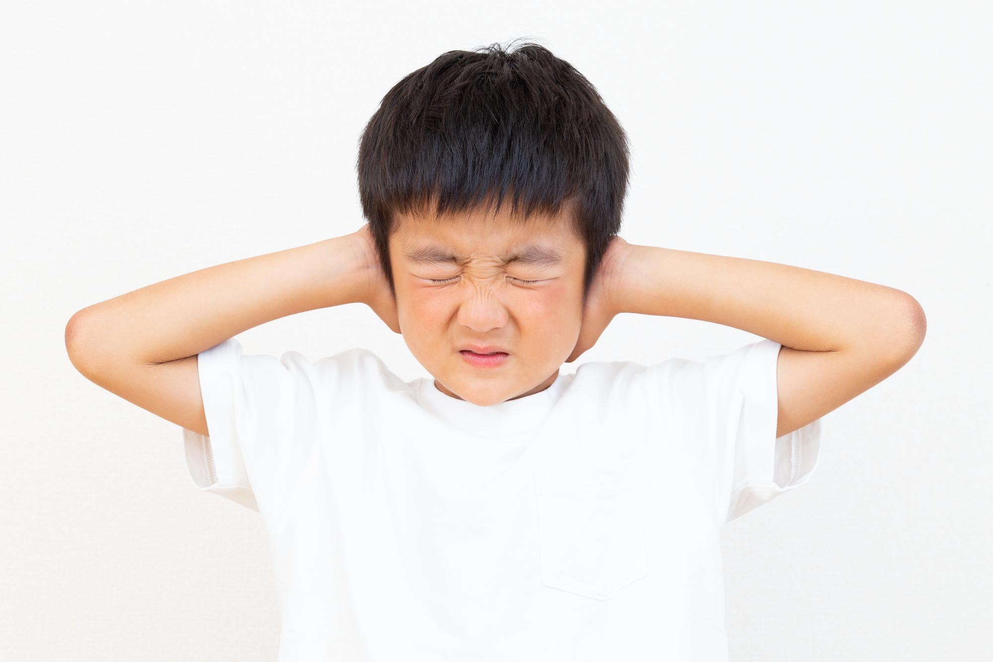 突然!子どもの耳が「聞こえにくい」状態に。一時的な難聴や中耳炎かも