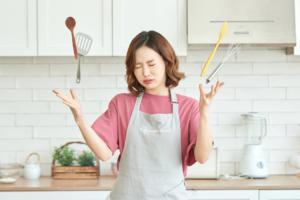 """料理がめんどくさい!主婦の負担を減らすコツ。""""超""""便利サービスも"""