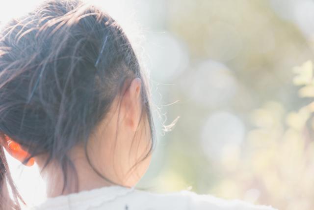 子どもの耳鳴りの原因|キーン・ブーン音。頭痛や熱も。ストレス?病気?