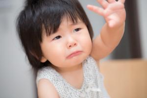 子どもの蕁麻疹はストレスのせい?親ができる正しいケア。病院は行くべき?【医師監修】