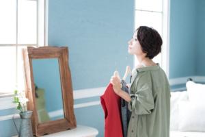 妊娠初期の服装│おしゃれに見える「おすすめコーデ」いつから着る?