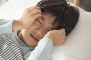 【子どもの髄膜炎】発熱・ひどい頭痛も。おかしいと思ったらすぐ病院へ!