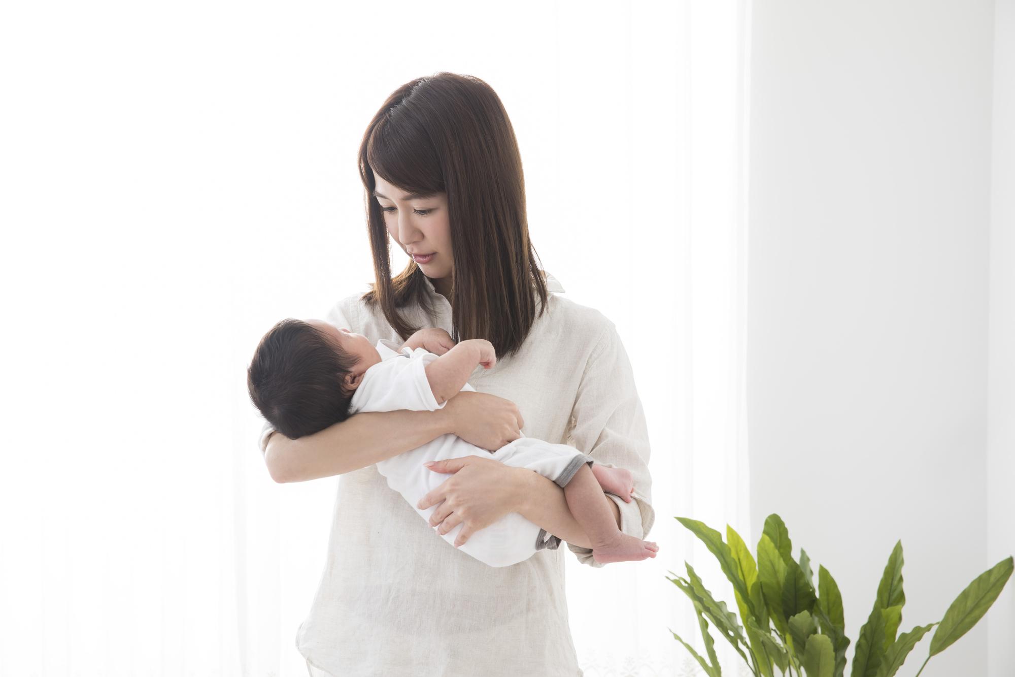 産後「不安で仕方ない」どう乗り越える?いつまで続く?産後うつの可能性も