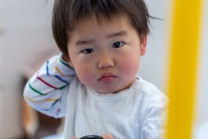 なぜ?子どもが「耳が痛い」けど「次の日には痛くない」。どう対処する?