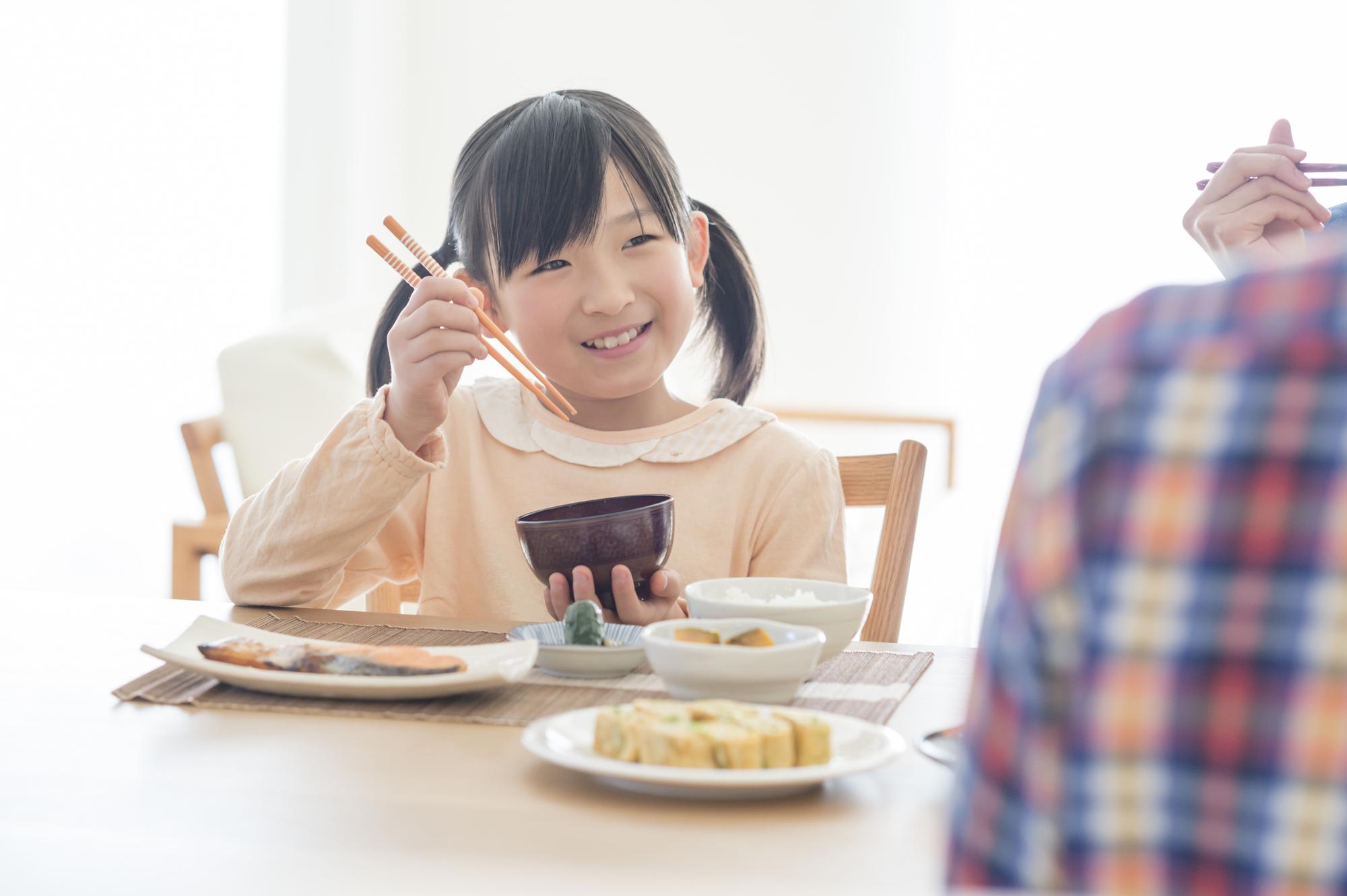 【起立性調節障害の子どもの食事】おすすめ・NGの食べ物。運動や睡眠も