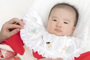 お宮参りの服装 赤ちゃんの「着物の下」は何を着せる?(春・夏・秋・冬)