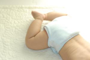 【赤ちゃんの痔の治し方】切れ痔・痔ろうのケア。病院は何科?