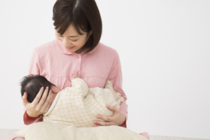 母乳パッドは必要か?枚数は?選び方&使い方。代用アイデアも