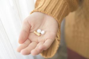 授乳中、カロナールを服用しても大丈夫?喉が痛い、頭痛や生理痛に
