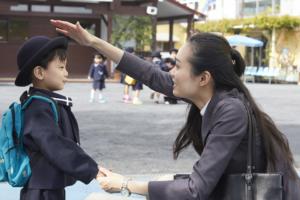 「共働きで幼稚園は無理?」送り迎えはどうする?可能にする工夫とは