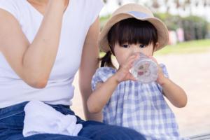 【子どもの脱水症状チェック】見分け方と対処。唇の乾燥は脱水サインかも
