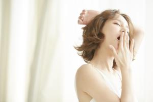 なぜ?妊娠初期の「眠気がひどい!」頭痛やだるさも。いつまで続く?対策は?