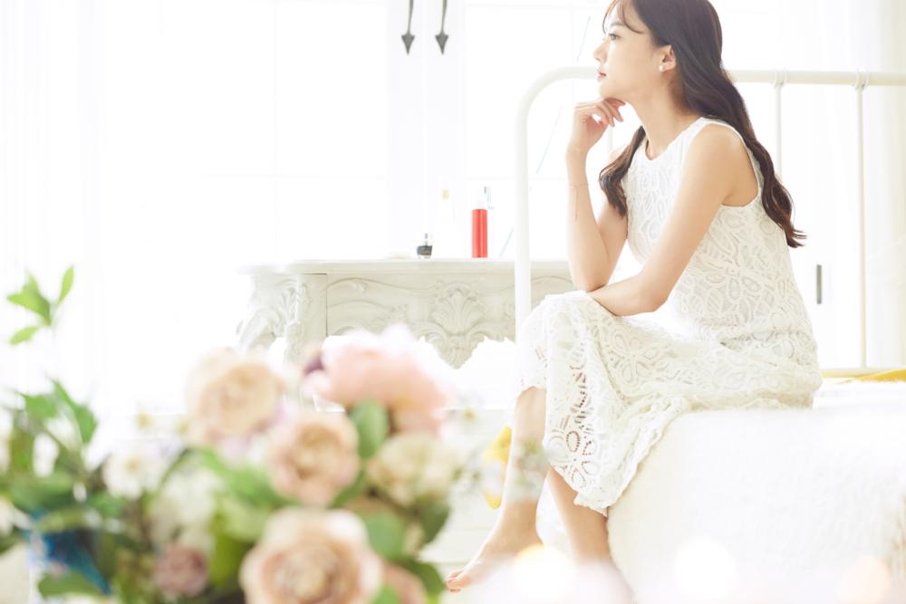 妊娠中の「結婚式にお呼ばれ」ドレスや靴の選び方&食事など気をつけること