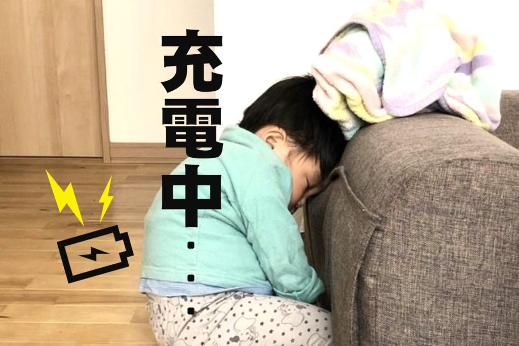 急すぎ!子どもの電池切れ写真集 赤ちゃんの「そこで寝落ち!?」に仰天