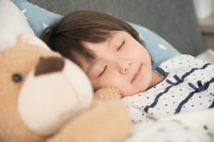 1歳~2歳|子どもの寝かしつけのコツ「寝ない原因」や「成功体験談」【保育士監修】