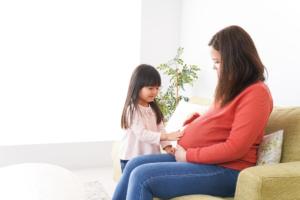 2人目の妊娠「不安しかない」お金や上の子のこと。不安解消法を先輩ママに聞いてみた