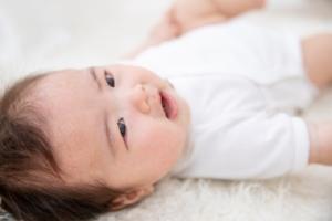 いつまで続く?乳児湿疹を繰り返す。スキンケア方法&受診目安