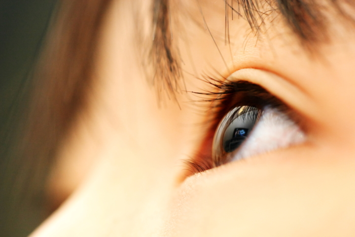 痒み 目 の 周り の 目の周りの乾燥の原因と乾燥を防ぐケア方法