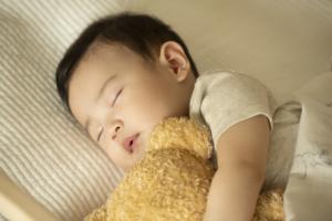赤ちゃんの周りだけ暗くする方法。おすすめ遮光カバー&暗幕グッズ