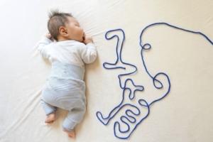 【簡単】生後1ヶ月の寝相アートアイデア集♡上手に撮影するコツも