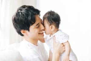 赤ちゃんがパパ大好き。ママよりパパに笑うのはなぜ?パパっこのメリットも