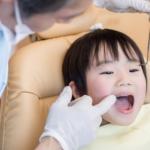 子どもの「舌が痒い・口の中が痒い」は何科?アレルギーや口内炎かも