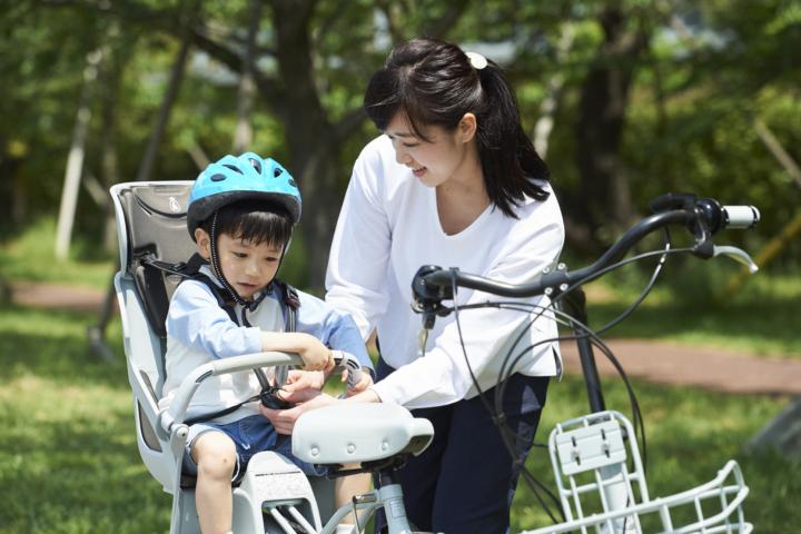 自転車の後ろ乗せは何歳から?注意点。人気のチャイルドシート&カバー ...
