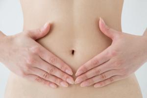 妊娠初期に「下痢を起こすような腹痛」大丈夫?吐き気・腰痛も。流産との関係は?