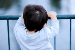 子どもの背中の痛みは何科?縄跳びやジャンプをすると痛い!