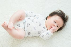 赤ちゃんのロンパースはいつまで着せる?セパレートの服はいつから?