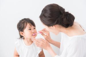 ショック!3歳児が虫歯になったら…。見分け方・進行止め治療について|歯科医監修