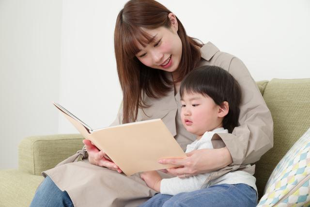 妊婦 絵本を読む