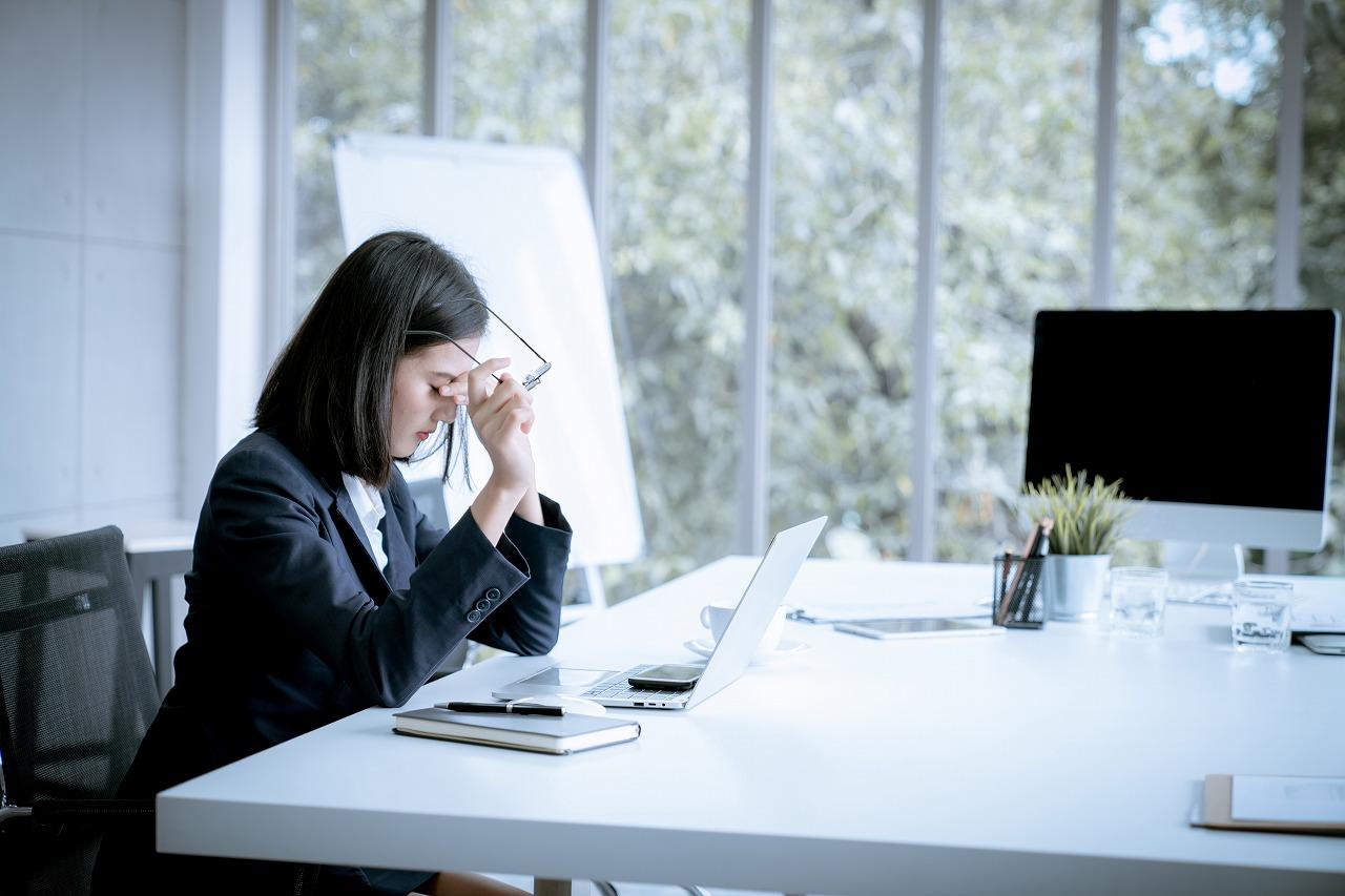 片頭痛のとき「こめかみ」を揉むと痛みが悪化するって本当?